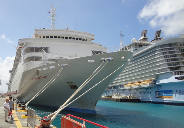 Thomson Dream Reviews Deck Plan Webcam Cabins Video Blog - Azura cruise ship wiki